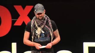 La cancion que cada uno tiene adentro | Leonardo Oyola | TEDxRiodelaPlata