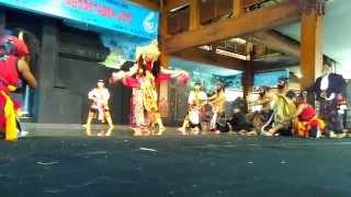Amazing Reog Ponorogo dance Show in Taman Mini Indonesia Indah, Jakarta