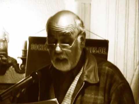 Juan Antonio Massone lee a Gustavo Donoso