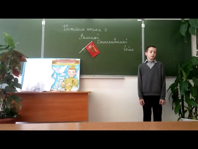 Изображение предпросмотра прочтения – АлександрДейс читает произведение «В пилотке мальчик босоногий» А.Т.Твардовского