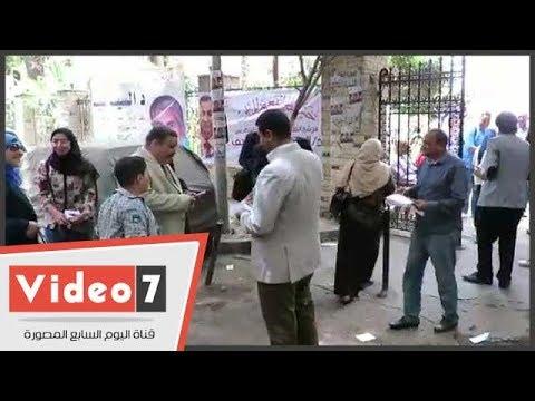 توزيع الدعاية الانتخابية أمام لجان الاقتراع بانتخابات نقابة البيطريين  - 13:22-2018 / 4 / 13
