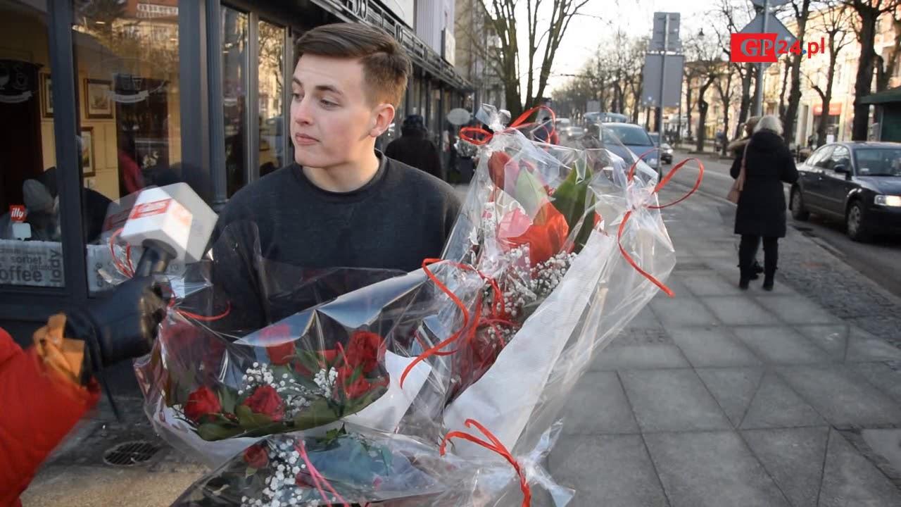 Sonda GP24. Walentynki – obchodzić czy nie obchodzić? Słupszczanie mają na to odpowiedź