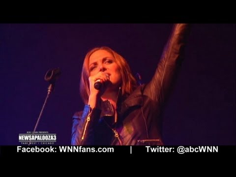 Paula Faris Sings On Stage: Newsapalooza 2012