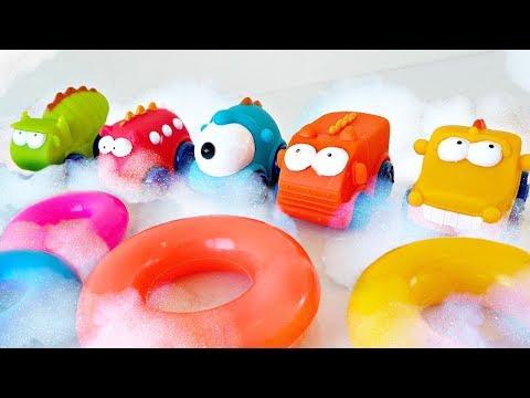Ayşe ile köpüklü havuz oyunu! Oyuncak arabalar