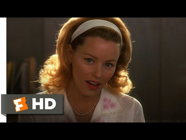 Elizabeth Banks In Catch Me If You Can Popsugar Entertainment