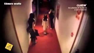 Repeat youtube video 【嚇人】站在走道中的小女孩
