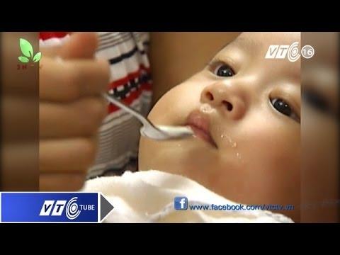Tác hại khi cho trẻ ăn mặn | VTC