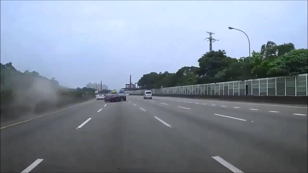 Quand un idiot en Ferrari fait se crasher une GT-R