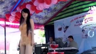 Hot girl váy ngắn hát Túp lều lý tưởng quẩy tung đám cưới Clup PheDj