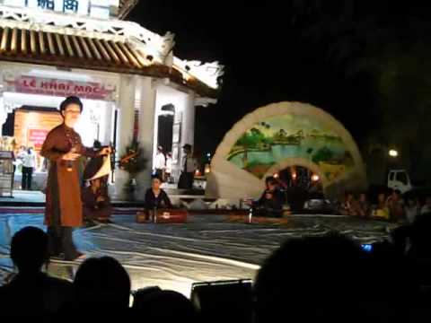 """Hat xam Tau dien Thu Phuong (trich """"Giang sang vuon che - Nguyen Binh)"""