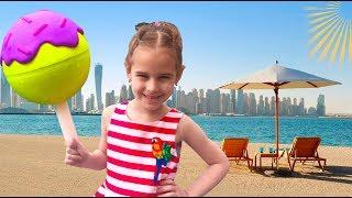 Алина собирается НА МОРЕ с любимыми игрушками! Дети нашли НЕОБЫЧНЫЕ сюрпризы в отеле
