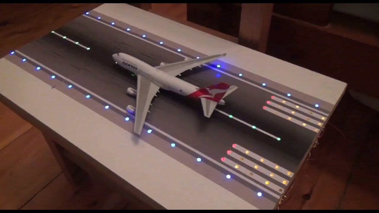 Model Airport Runway Lights Prototype   Phoenix And GeminiJets 1:400 Scale    YouTube
