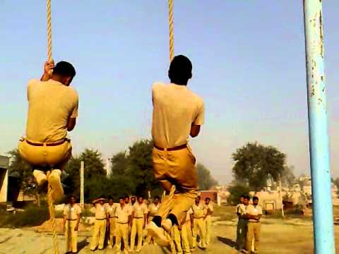 POLICE TRAINING SCHOOL MULTAN: Cimbing Rope .Video from My Phone
