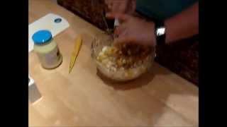 Яичный салат с кукурузой и крабoвыми палочками