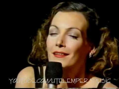 "UTE LEMPER ~ ""La Vie En Rose"" & ""Non, Je Ne Regrette Rien"" (1992 live)"