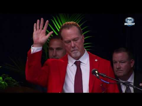Mark McGwire thanks the fans as he enters the Cardinals Hall of Fame