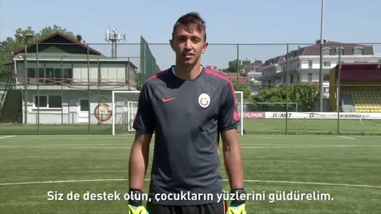 Download Galatasaraylı futbolcular Suarez ve Drogba'ya meydan okudu!