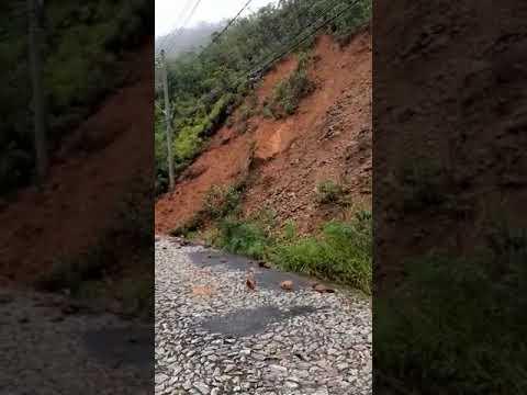 Chuva provoca princípio de deslizamento de terra próximo à Serra de Santa Helena em Sete Lagoas