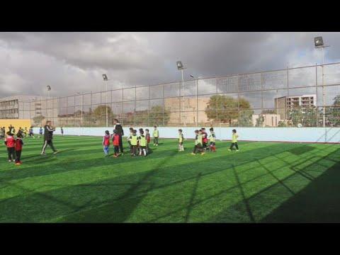 أطفال ليبيا يداعبون الكرة بدلا من الأسلحة  - نشر قبل 5 ساعة