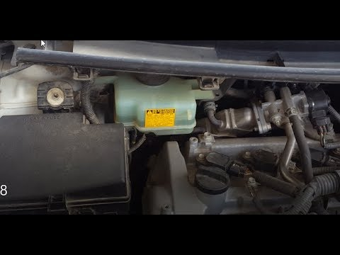 Toyota Aqua Prius C How To Check The Brake Fluid And Remove Top Cover In Urdu