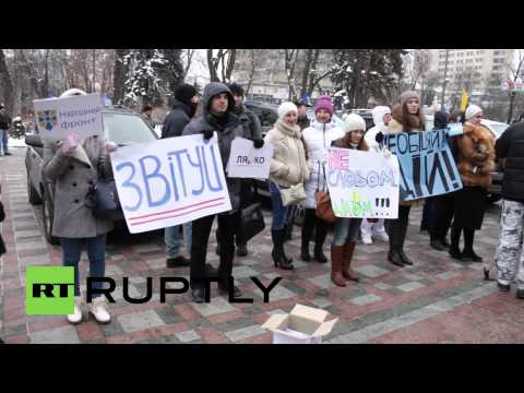 Ukraine: 'Poroshenko doesn't care!' say protesters outside Kiev Rada