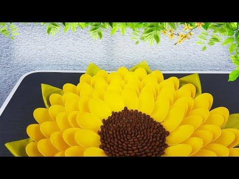Как сделать цветок из пластиковых ложек своими руками