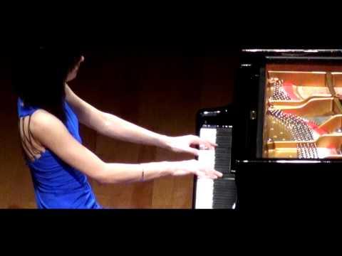 "Alice Sara Ott plays Chopin's Prelude Op. 28, No. 15 ""Raindrop"" アリス=紗良・オット"