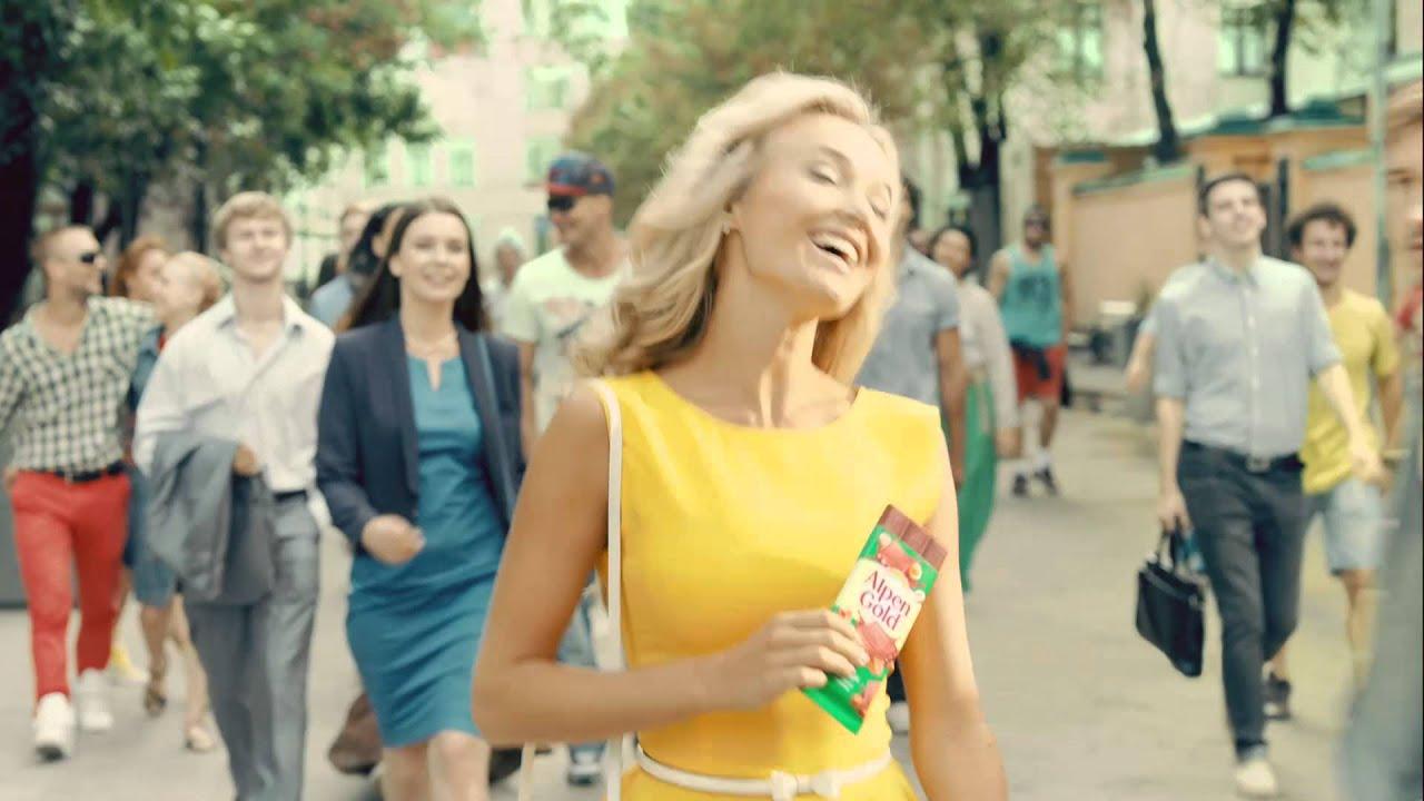 Девушка в жёлтом платье смотреть онлайн