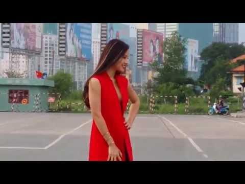 Nhức nách với siêu mẫu không mặc áo dzú chụp ảnh bên sông Saigon