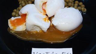 Яйцо пашот с зеленым горошком