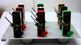 Synchronization of 9 metronomes / 同期現象のデモ(台も写したもの)