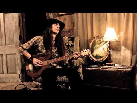 Sky Shackin' - Solo Blues Performance by Justin Johnson