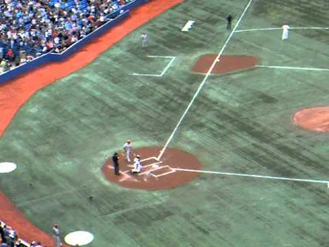 Vernon Wells returns to Toronto as an Angel with a 1st pitch Home Run (August 12, 2011)