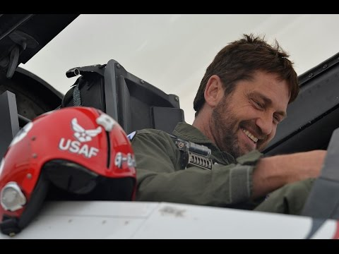 Gerard Butler Flies with the USAF Thunderbirds (Full Length Video)