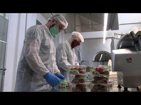 """Coronavirus Milano, il successo del ristorante grazie al delivery: """"Camerieri trasformati in rider"""""""
