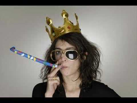 Adrienne Pauly - Méchant Cafard