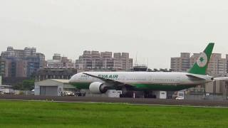 2013-07-13 06:00 小港機場 EVA boeing 777-300ER take off