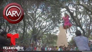 Decenas de solteras en Bolivia se meten en columpio gigante buscando amor | Al Rojo Vivo | Telemundo thumbnail