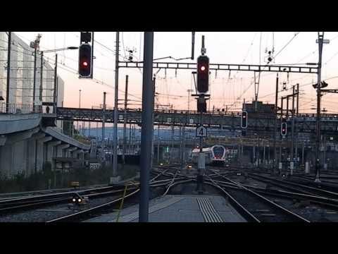Eisenbahn Railway Station - Züge am Haupt Bahnhof Basel SBB Schweiz - Train