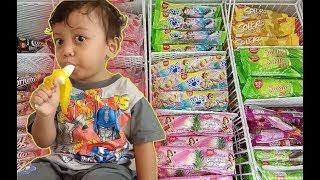 Bayi 2 Tahun Nyobain Es Krim Banana Boat, Doyan ga ya??