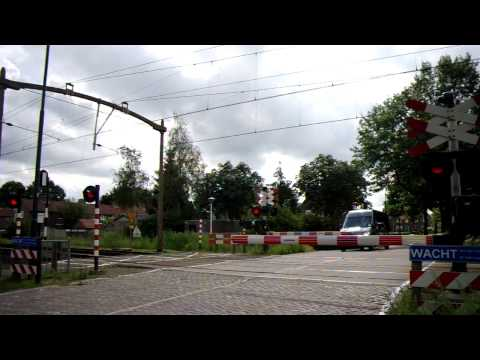 Spoorwegovergang Helmond/ Level Crossing/ Passage a Niveau/ Railroad-/ Bahnübergang