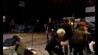 "Rufus Wainwright sings ""Get Happy"" at Glastonbury 2007"