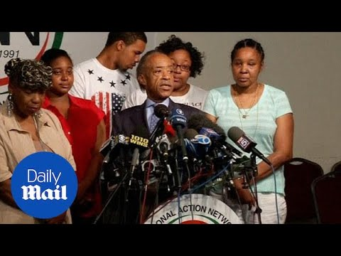 'Money is not justice': Al Sharpton with family of Eric Garner - Daily Mail