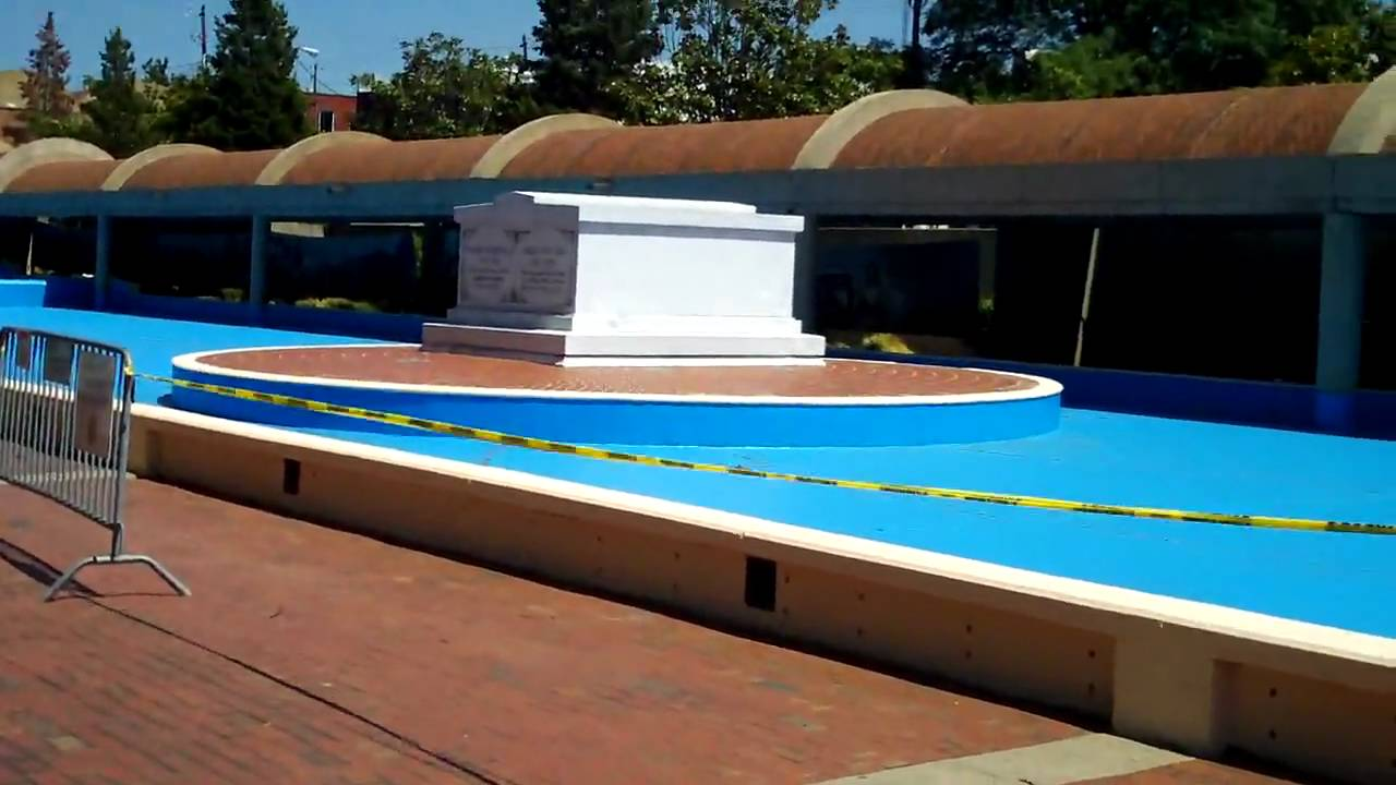 Martin Luther King S Burial Site Youtube