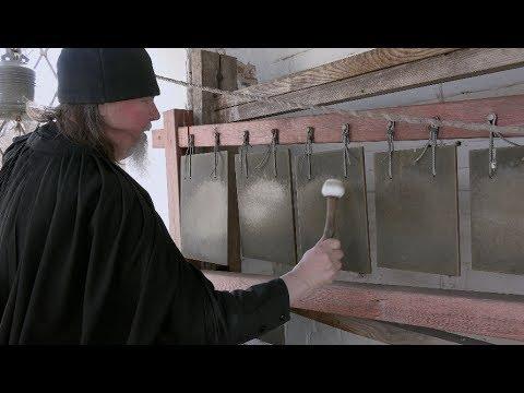 Праздничный звон на колокольне в Иоанно-Предтеченском скиту Оптиной пустыни