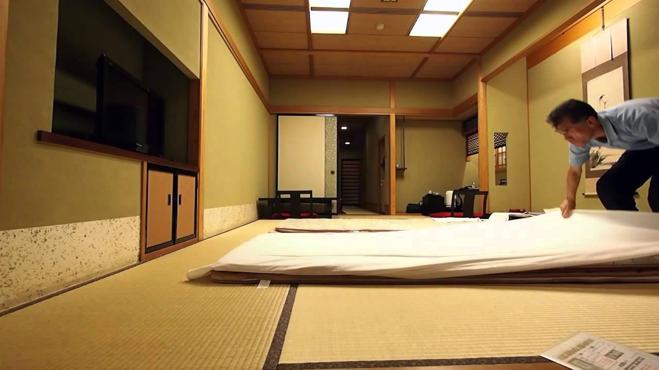 Futonbett Definition Making Up A Futon Bed At Japanese Traditional Ryokan