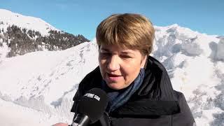 Bundesrätin Viola Amherd besucht am WEF zum ersten Mal eine Truppe der Armee.