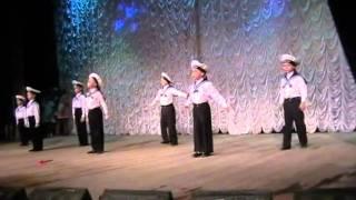 танец Яблочко на конкурсе детского творчества
