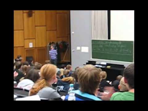 Affe Im Audimax Der Leibniz Uni Hannover