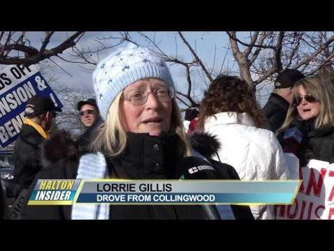 Kathleen Wynne inturrupted by protester in Oakville